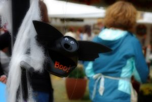 recycled-can-halloween craft-bat